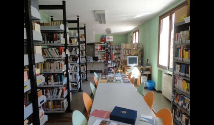biblioteca comunale caino